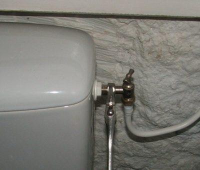 changer robinet de toilettes